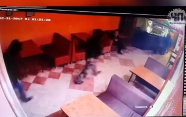 ВКраснодаре боевики «ДНР» устроили стрельбу вкафе: есть погибшие. Видео (18+)