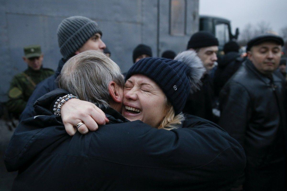 Порошенко сказал о передаче русской стороной 2-х украинских таможенников