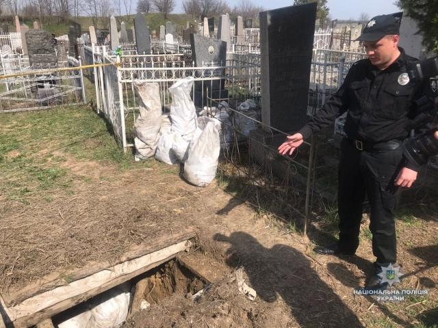 Мародеры раскопали могилы в надежде найти ценные вещи , фото-1