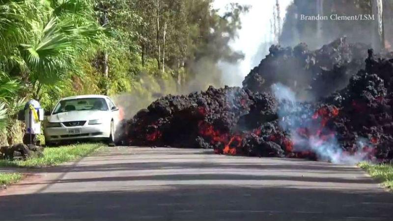 Адсредь бела дня: извержение вулкана наГавайях уничтожило десятки домов