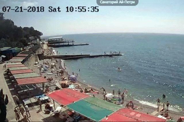 Жемчужина Крыма впик сезона: размещены субботние фото берегов вЯлте