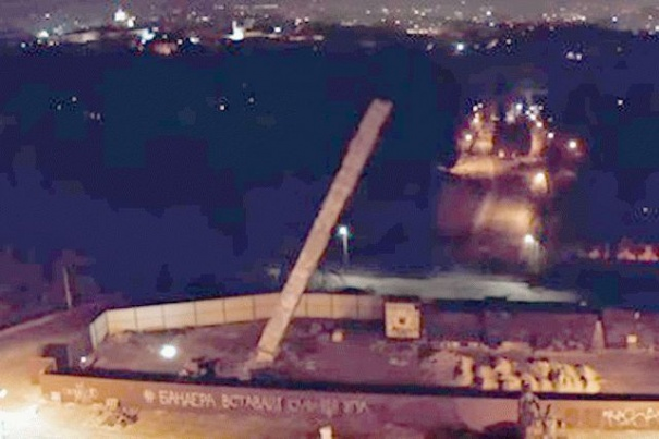Во Львове снесли Монумент славы: опубликовано видео, фото-1