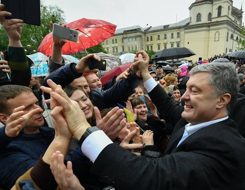 """После этого """"останется лишь встать на колени и признать капитуляцию"""" подытожил Порошенко выступая сегодня во Львове"""