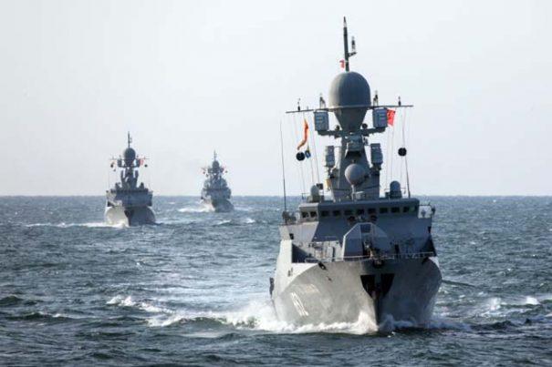 В Черное море вошли 15 военных катеров России